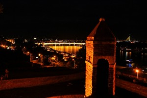 Kalemegdan'dan Belgrad'ın gece görünüşü